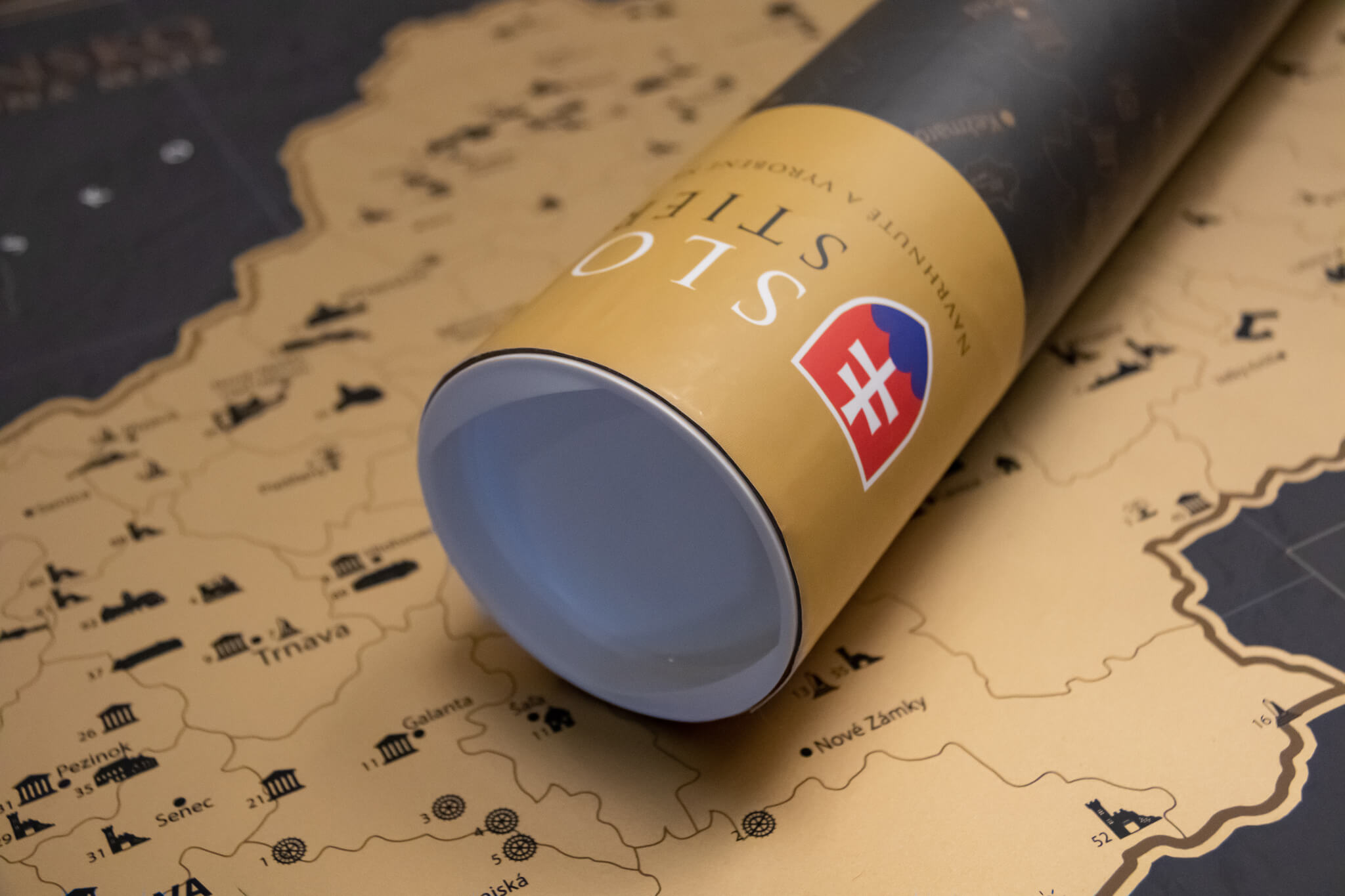 Mapa para raspar de Eslovaquia - Detalle del tubo de regalo